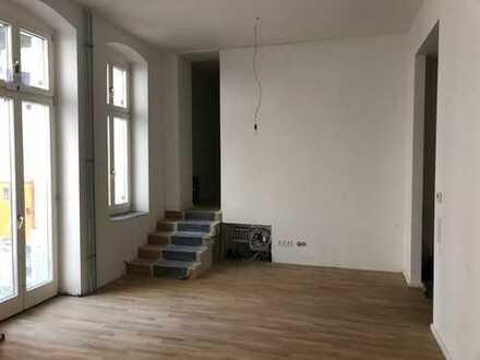 Erstbezug nach Sanierung: 3-Zi-Altbau-Whg im Erdgeschoss mit ca. 107m²