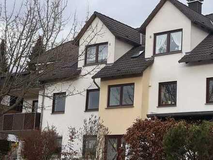 Gepflegte 3-Zimmer-DG-Wohnung mit Balkon und Einbauküche in Bad Sooden-Allendorf