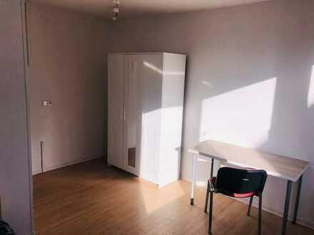 NUR FÜR FRAUEN: Möblierte WG Zimmer in Laatzen, 30 min zur Uni