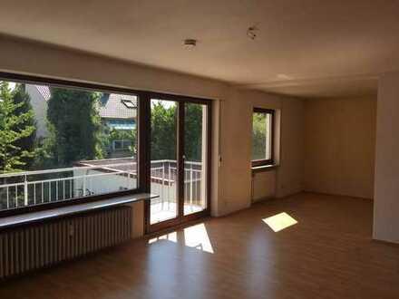 Modernisierte 3,5-Zimmer-Erdgeschosswohnung mit Balkon in Weinheim