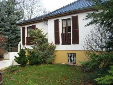 ZWANGSVERSTEIGERUNG - Ruhig gelegenes Einfamilienhaus mit Wintergarten und Kamin