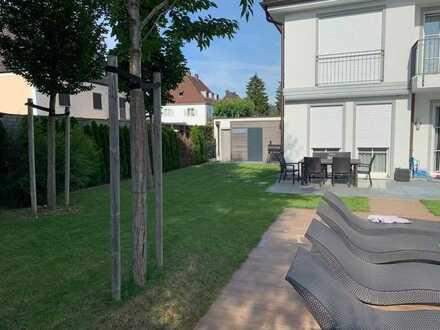 Neuwertige Stadtvilla mit Außenpool in Sendling-Westpark.