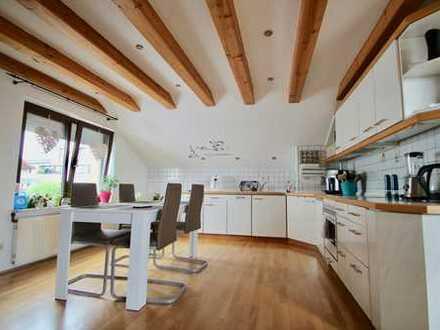 Attraktive Dachgeschosswohnung in ruhiger Lage, mit Balkon und Blick ins Grüne