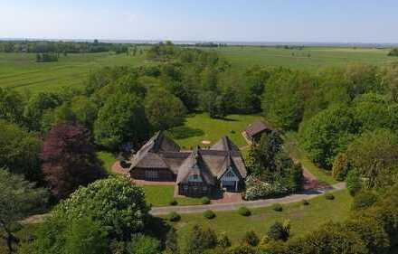 Reetgedeckte Landhausvilla mit Wald-, See-, Wiesen- und Gartenfläche – lädt zum entspannen ein!