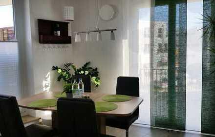 Moderne, helle 3-Zimmer-Wohnung mit Einbauküche und Essbereich