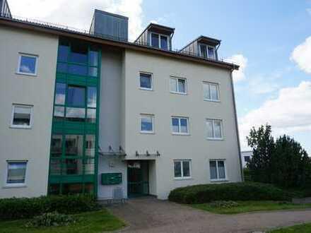 3-Raum-Dachgeschoss-Eigentumswohnung mit Laminat, Wannenbad, Balkon, Fahrstuhl und Tiefgarage...!!!