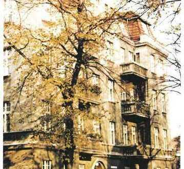 5 Zimmer Stuckaltbau nahe Karolingerplatz !