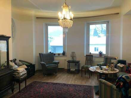 Große modernisierte Wohnung in einer Jugenstil-Villa