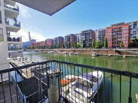 TOP! Sehr begehrt: Leben am Wasser!! Stylische, helle 2-ZW mit Balkon direkt am Westhafen!