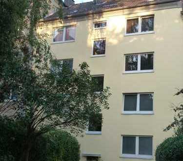 Grundsolides Fünf-Familienhaus in guter Wohnlage...