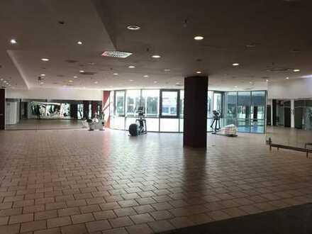 Individuell nutzbare Gewerbefläche im 1. Obergeschoss der Rathausgalerie Dormagen mit Mall-Zugang