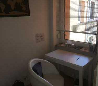 Schönes und helles Zimmer mit eigenem Bad in Neckarstadt-West, Mannheim