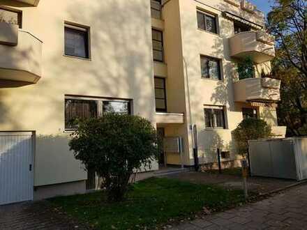 Gut geschnittene 2-Zimmer-Wohnung mit Balkon in Moosach, München