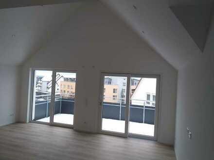 Erstbezug mit Einbauküche und Balkon: freundliche 4,5-Zimmer-DG-Wohnung in Dornstetten