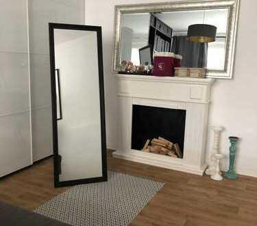 Exklusive, modernisierte 4-Zimmer-Wohnung mit Einbauküche in Mitte, Berlin
