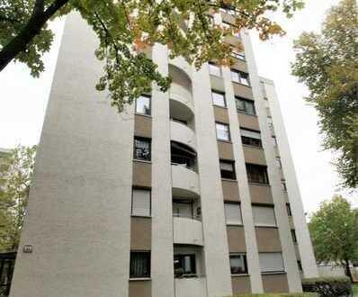 REMAX IN AUGSBURG  Schone und helle 4 Zimmerwohnung mit Terrasse und kleinem Balkon in Lechhausen