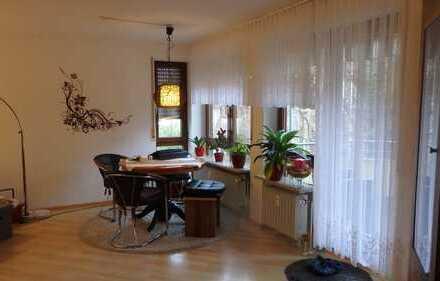 Exklusive, gepflegte 3-Zimmer-Wohnung mit Balkon und EBK in Weil der Stadt
