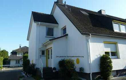 Vollständig renovierte 3,5-Zimmer-Hochparterre-Wohnung mit Balkon und Einbauküche in Bremen