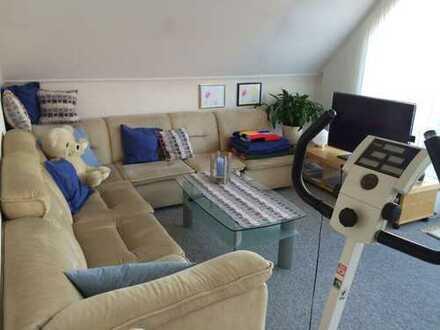 Möbliertes 2er WG-Zimmer in großzügiger Wohnung mit Balkon
