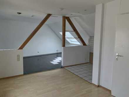 Helle Dachgeschosswohnung in Duisburg Homberg