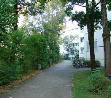 Wohnen am Südpark! Sonnige und helle 1-Zimmer mit Balkon zur Sofortnutzung
