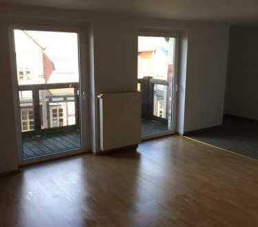 Hoch hinaus! Helle Dachgeschoss-Wohnung mit Einbauküche und Balkon