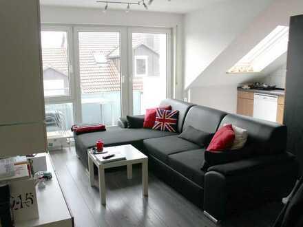 Moderne 2-Zimmer Dachgeschosswohnung mit Balkon und EBK