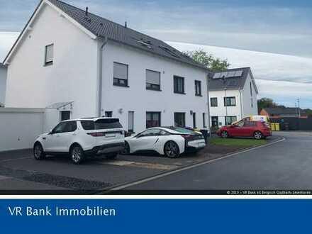 Neuwertige Doppelhaushälfte in bevorzugter Wohnlage von Bergisch Gladbach-Herkenrath