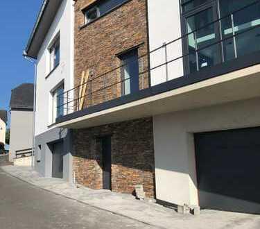Luxus-Wohnung mit Tiefgarage am Nürburgring (Unterbringung von 3 Rennautos)