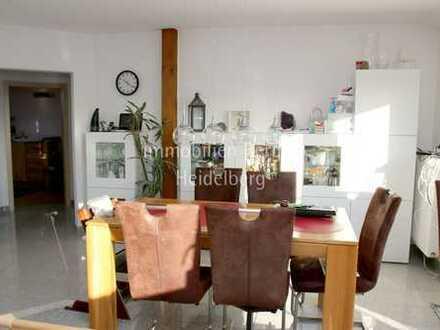 Großzügige und helle Dachgeschoss-Wohnung in ruhiger Lage!