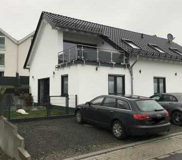 Attraktive & helle 4-Zimmer-Wohnung mit Teressa und EBK in Lindlar