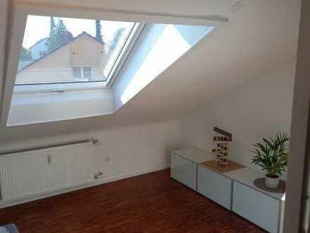 Schöne 2-Zimmer-Dachgeschosswohnung mit Balkon und einfacher Einbauküche in Stuttgart-Feuerbach