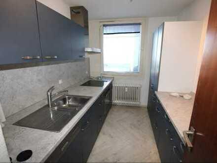 99 qm 3 Zimmer-Etagenwohnung mit Balkon in Heidelberg-Emmertsgrund zu vermieten.