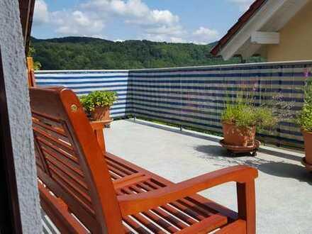 Panoramablick inklusive- Maisonettewohnung mit Garage und kleinem Garten