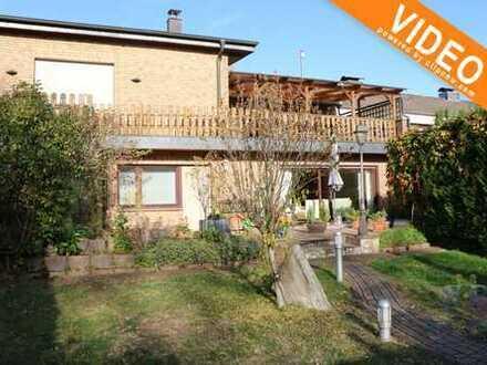 Einfamilienhaus mit Einliegerwohnung + 3 Garagen in Duisburg-Walsum!