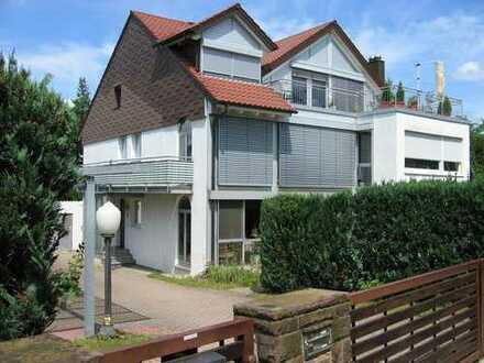 Schöne fünf Zimmer Wohnung in 71229 Leonberg (Kreis Böblingen)