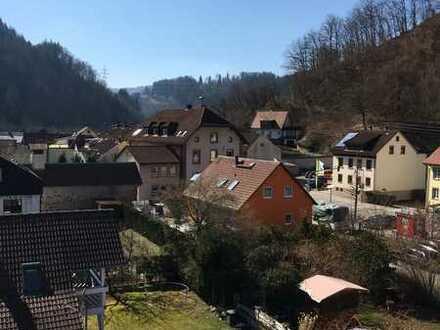 Gepflegte 2-Raum-Erdgeschosswohnung mit Einbauküche in Atzenbach
