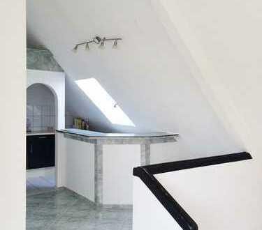 Gepflegte 3,5-Zimmer-Maisonette-Wohnung mit Balkon und EBK in Wurmberg / Enzkreis