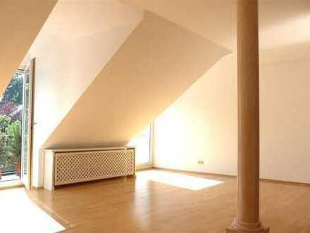 Schöne,sonnige und geräumige drei Zimmer DG Wohnung