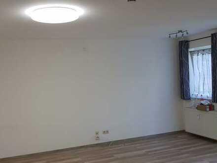 Gepflegte Wohnung mit drei Zimmern sowie Balkon und Einbauküche in Gundelfingen, Ot Peterswörth
