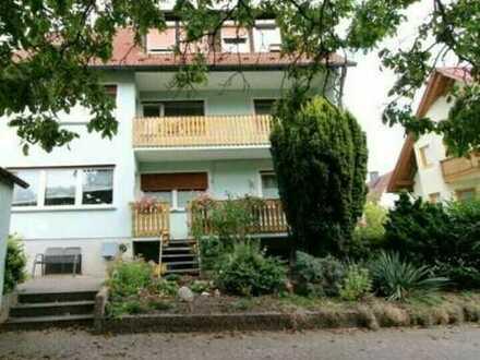 Vollständig renovierte 4-Raum-Wohnung mit Balkon und Einbauküche in Erlangen-Hüttendorf