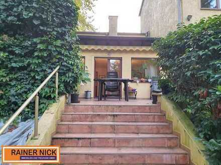Top Immobilie mit Terrasse und großen Garten