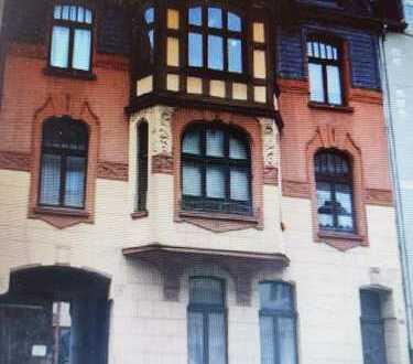 Ansprechendes Mehrfamilienhaus mit Gewerbeflächen in Nippes, Köln