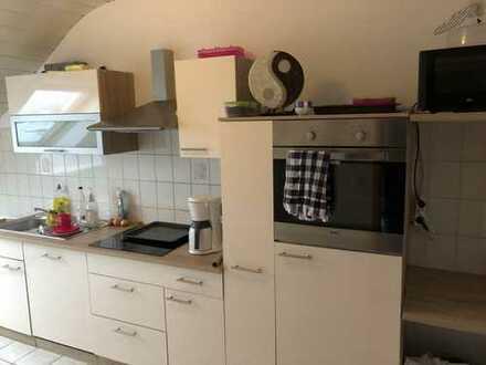 Attraktive 2,5-Zimmer-DG-Wohnung mit Einbauküche in Budenheim