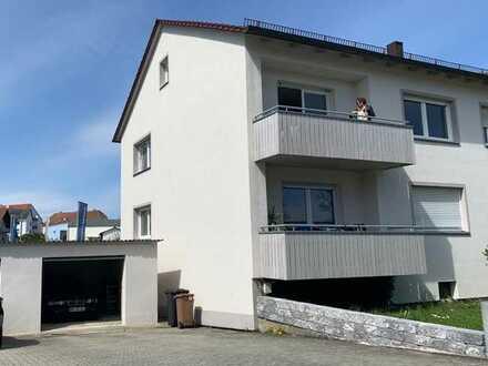 Generalsanierte 3-Zimmer-Hochparterre-Wohnung mit Südwestbalkon &2 gemauerten Garagen in Parsber