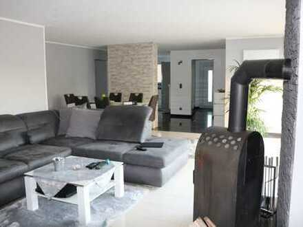 Moderne 3-Zimmer Erdgeschosswohnung im Zweifamilienhaus mit gehobener Ausstattung und Gartenteil.