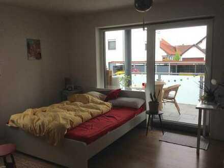 Exklusive, geräumige und neuwertige 1-Zimmer-Wohnung mit Balkon und EBK in Schrobenhausen