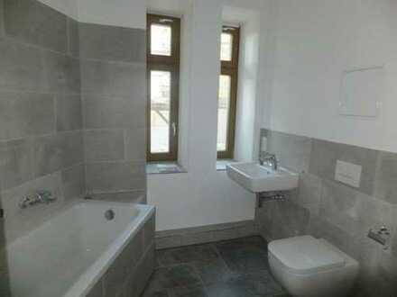 ERSTVERMIETUNG nach Sanierung: Großzügige 4-Z-Wohnung mit Balkon (WE 6)