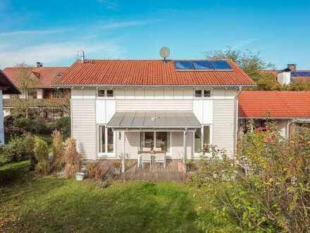 ANZING / Modernes Einfamilienhaus mit großem Südgarten in Bestlage!