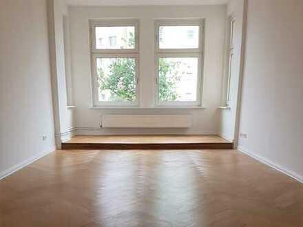 *NEU* 3er-WG-geeignete 4-Zimmerwohnung mit Balkon in Tiergarten/ am U-/S-Bhf. Westhafen (S-Ring, U9)